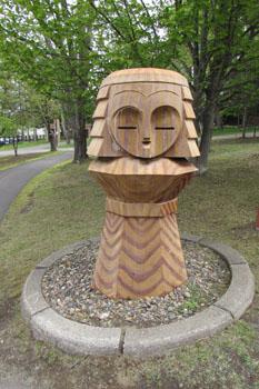 ⑤木彫りのニポポ