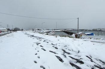 写真③堤防からの雪景色