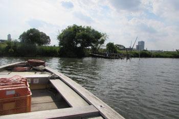 ⑤舟から船着き場を見る