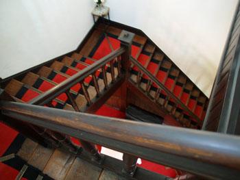 49-3-二階に続く階段-s