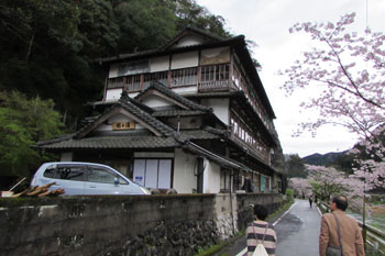 ②鶴之湯旅館