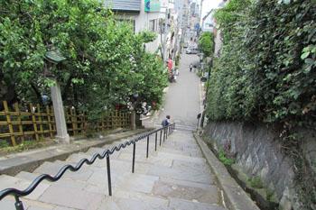 ②湯島天神から上野方面へと続く石段