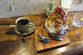 写真①ぜんざいとコーヒー