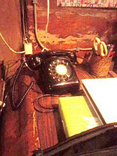 写真① 昔の黒電話