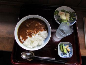 写真④赤松館百年カレー
