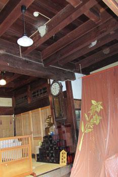 写真②天井に燕の巣
