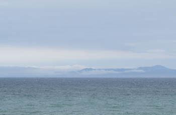 写真④沖に横たわる国後島