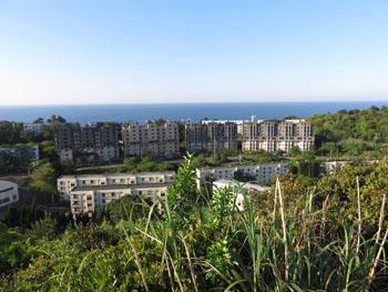 46-3-池島最高点から見る社宅群-s