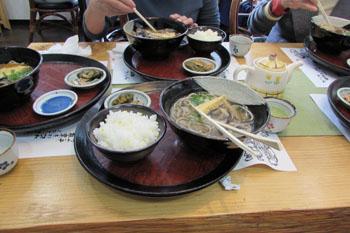 写真③十割蕎麦と黍飯