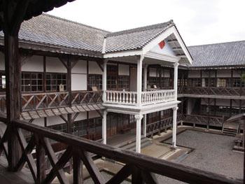 29-2-小学校校舎は教育資料館として見学できる。-s
