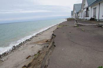 写真⑤浸食される海岸
