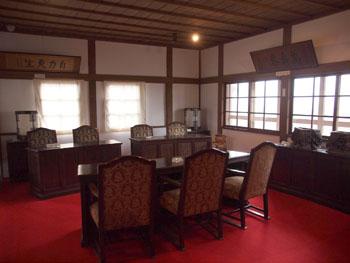 27-3-現在は裁判所として使用されていた頃の様子が復元されている。-s