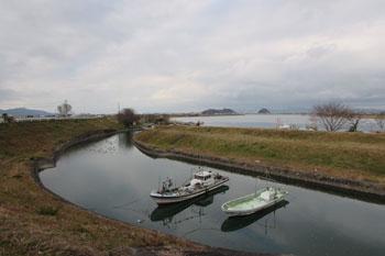 写真③堤防から見た球磨川河口方面
