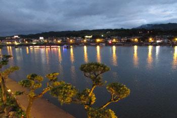 写真①夜の三隈川