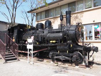 43-1-宮代町役場近くに保存されている、40号蒸気機関車-s